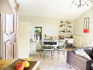 home-amandola-italian-holiday-letting-la-scuderia-living-area-1656590